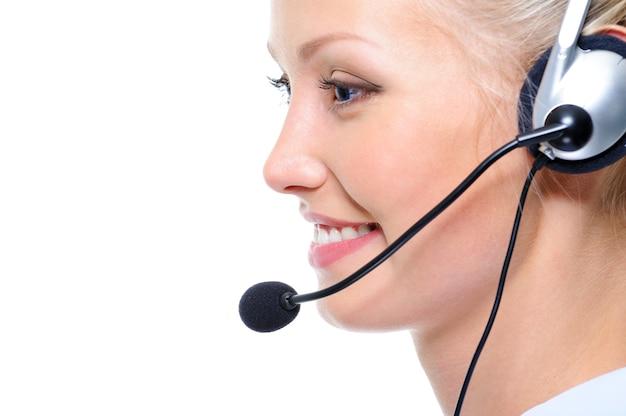 Nahaufnahmeporträt im profil des glücklichen schönen weiblichen betreibers