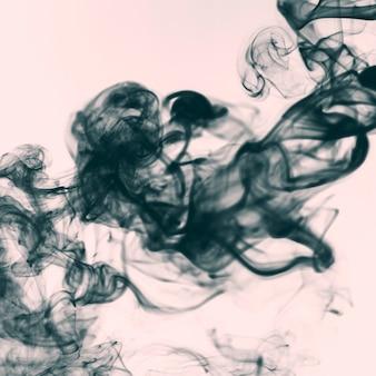 Nahaufnahmequaste des dunklen rauches