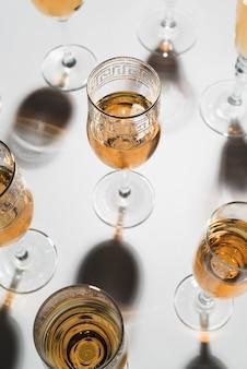 Nahaufnahmesatz champagnergläser