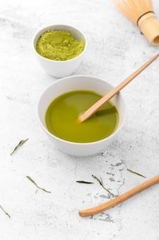 Nahaufnahmeschüssel mit geschmackvollem matcha tee