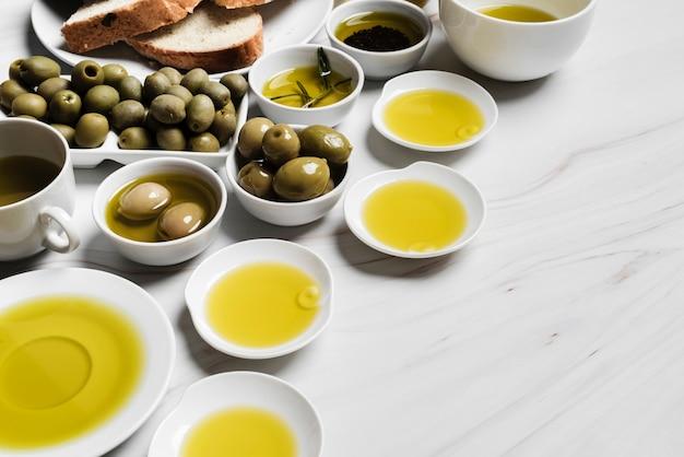 Nahaufnahmevielfalt des organischen olivenöls