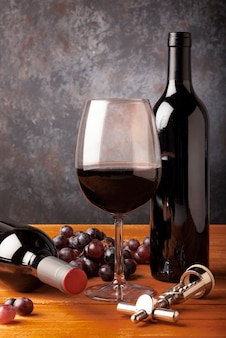 Nahaufnahmeweinprobeelemente auf tabelle