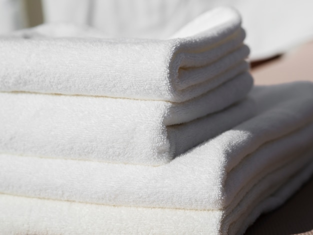 Nahaufnahmeweiß faltete saubere tücher
