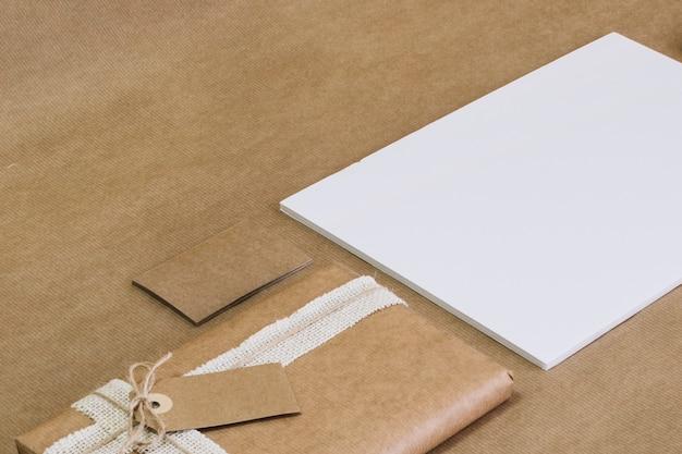 Nahe verpacktes papierpapier