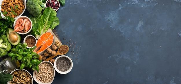 Nahrungsquellen für omega-3-fettsäuren und gesunde fette im dunkeln