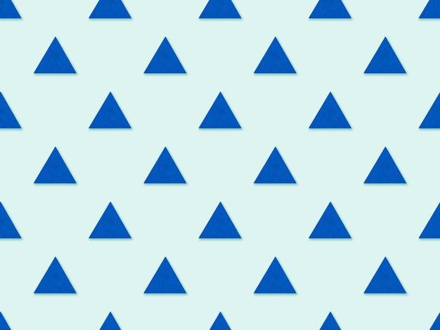 Nahtloses abstraktes dreiecksmuster auf blauem hintergrund