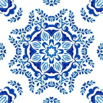 Nahtloses muster des blauen damastes des aquarells, mandalafliesenverzierung. königsblauer abstrakter filigraner hintergrund. elegantes dekoratives blumenmuster.