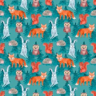 Nahtloses muster des niedlichen aquarells mit fröhlichen tieren im blauen nadelwald für kinderoberflächendesign