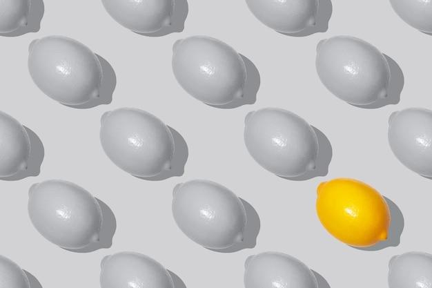 Nahtloses muster graue und gelbe zitronen in der farbe des jahres