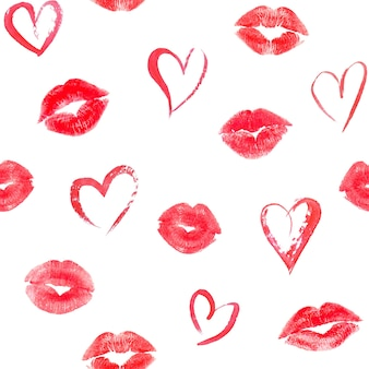 Nahtloses muster mit herzen und spuren rosa lippenküsse auf weißer oberfläche