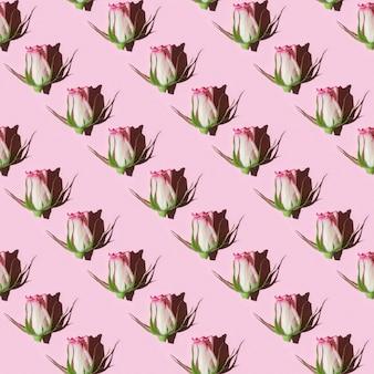 Nahtloses muster mit rosa rosenblume mit dunklem schatten von hartem licht