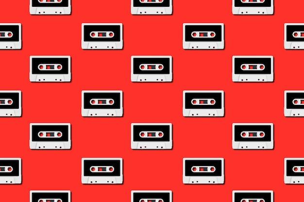 Nahtloses muster mit weißem audiokassettenkonzept der weinlese