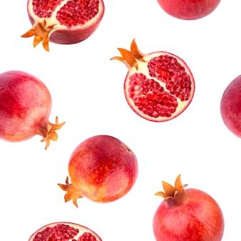 Nahtloses muster von granatäpfeln auf weißer oberfläche