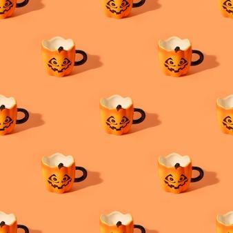 Nahtloses muster von leeren halloween-spaßschalen auf orangem hintergrund.