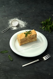 Napoleon-kuchen mit hellem vanillepudding