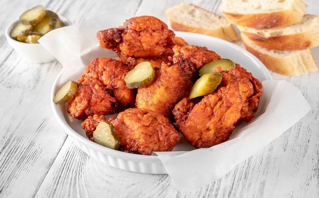 Nashville hot chicken in cayennepfeffer-sauce überzogen