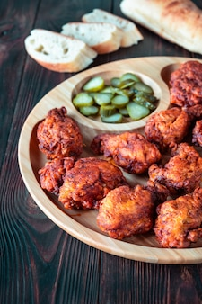 Nashville hot chicken in cayennepfeffer-sauce überzogen