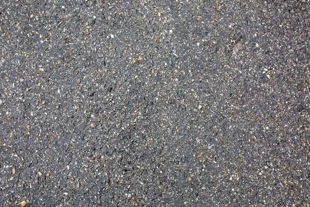 Nasse asphaltbeschaffenheit nach dem regen. nahaufnahme