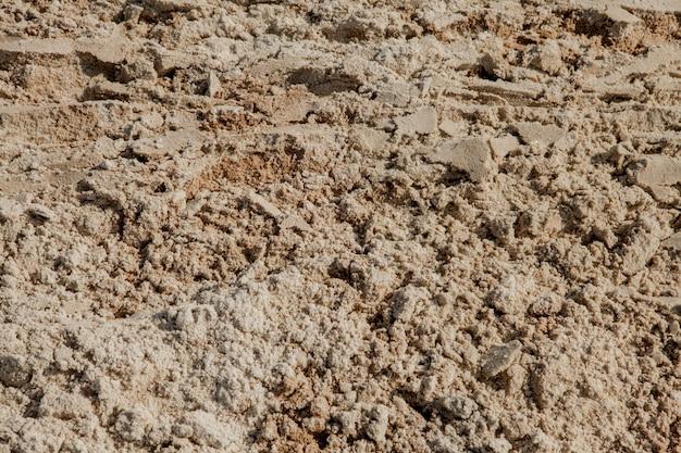 Nasse sandbeschaffenheit im strand des meeresufers