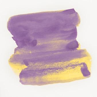 Nasser pinselpinselanschlag des gelben und violetten aquarells nasser auf weißem hintergrund für text