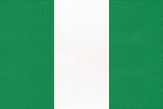Nationale gewebeflagge der republik nigeria, textilhintergrund. symbol des afrikanischen weltlandes.