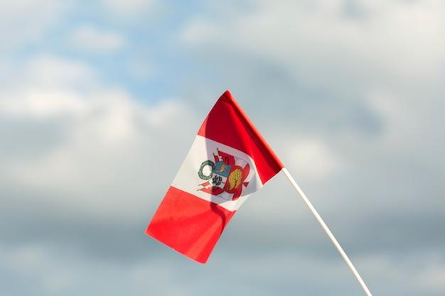 Nationale seide peru flagge im freien