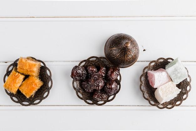 Nationale türkische süßigkeiten und mütze