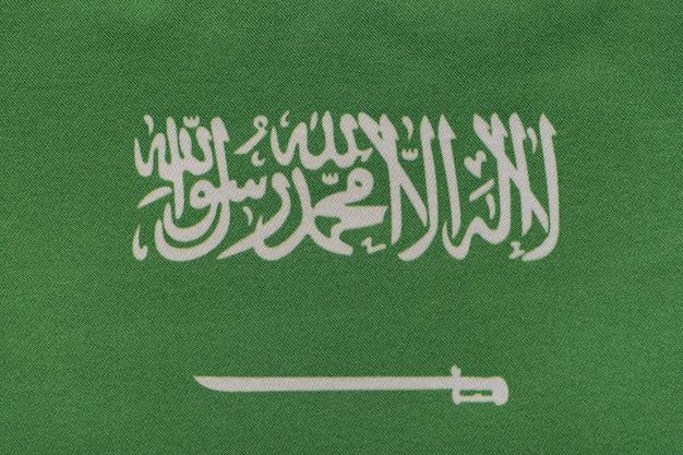 Nationales emblem von saudi-arabien hautnah. inschrift ist es gibt keinen gott außer allah muhammad ist der gesandte allahs