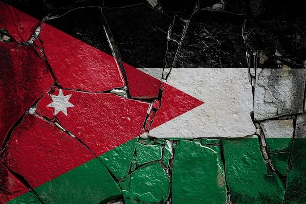 Nationalflagge von jordanien auf einer alten steinmauer