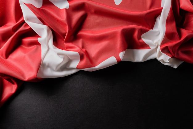 Nationalflagge von kanada, schön mit stoffstruktur gefärbt