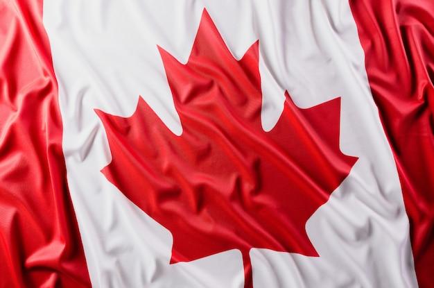 Nationalflagge von kanada, schöne farbe mit stoffstruktur.
