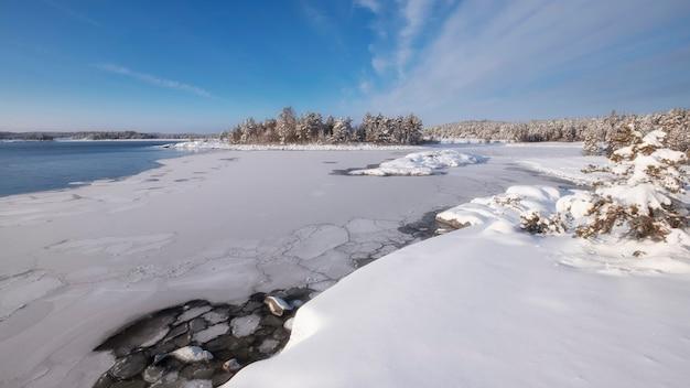 Nationalpark ladoga skerries, im winter in karelien