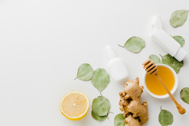 Natürliche behandlung mit zitrone und honig bei asthma
