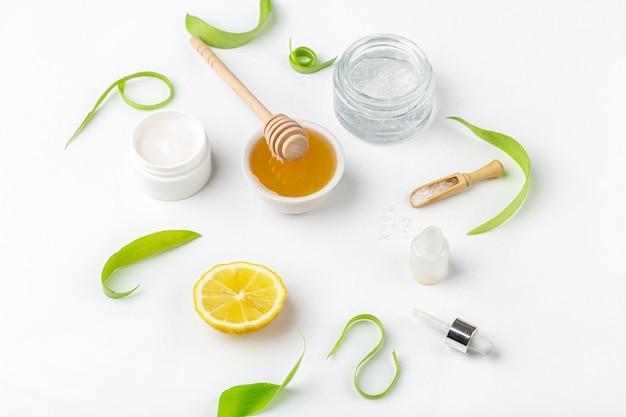 Natürliche bio-inhaltsstoffe für die häusliche hautpflege.
