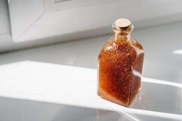 Natürliche bio-kosmetik der körperpflege: duschgel, peeling, lotion isoliert. schönheitsbehandlung.