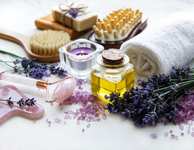 Natürliche bio-spa-kosmetik mit lavendel