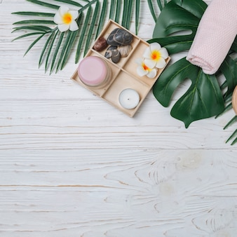 Natürliche elemente für spa mit blumen