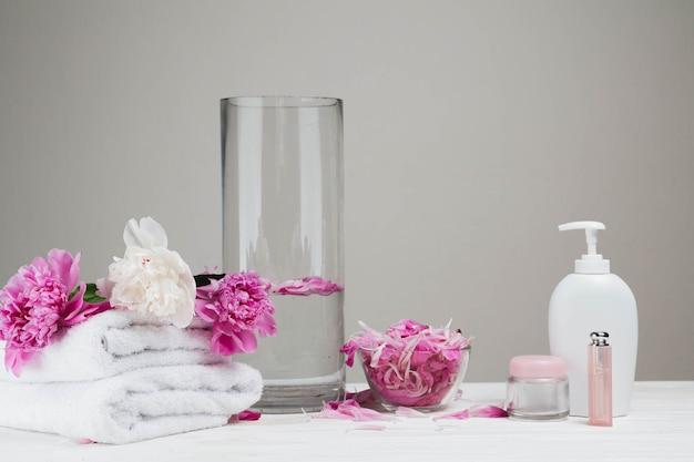 Natürliche elemente für spa mit schönheitscreme