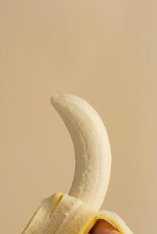 Natürliche geschälte banane