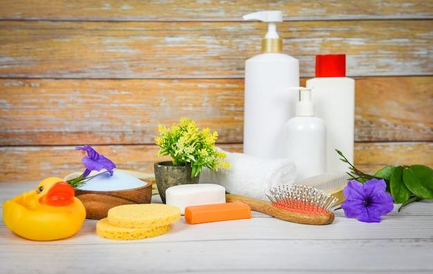 Natürliche körperpflege kräuterdermatologie kosmetische hygiene creme lotion honig für die schönheit hautpflege körperpflege peeling objekte - natürliche badezusätze seife kräuter spa aromatherapie
