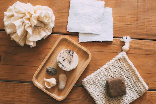 Natürliche körperpflegeprodukte für damen wiederverwendbare baumwoll-make-up-tücher zero-waste-konzept