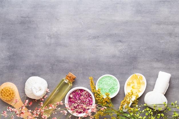 Natürliche kosmetische produkte und massagebürste