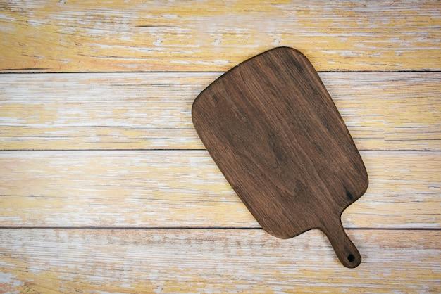 Natürliche küche des schneidebretts bearbeitet hölzerne produkte / küchengeräte mit hölzernem schneidebretthintergrund