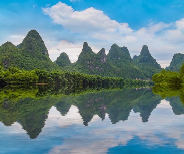 Natürliche landschaftslandschaft yangshuo xingping lijiang river