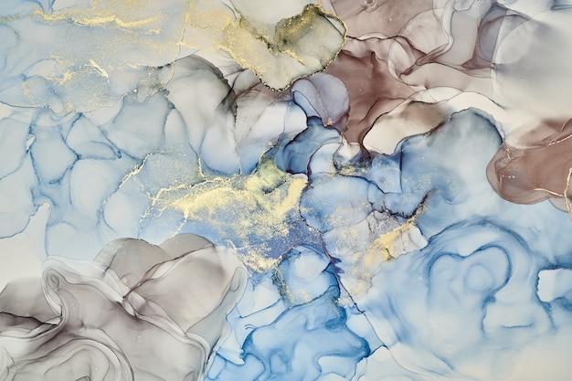 Natürliche luxuriöse abstrakte flüssige kunstmalerei in alkoholtintentechnik. zarte und verträumte tapete. mischung von farben, die transparente wellen und goldene wirbel erzeugen. für poster, andere drucksachen