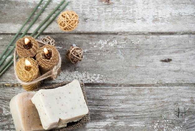 Natürliche olivenseife und honigkerzen