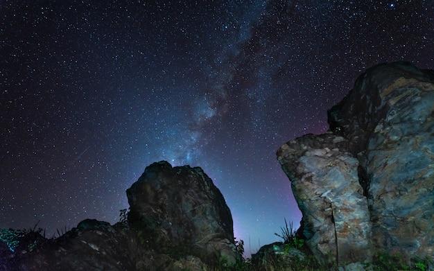 Natürlicher aussichtspunkt rock cliff mountain