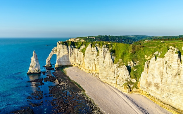 Natürlicher kreidebogen bei etretat - normandie, frankreich