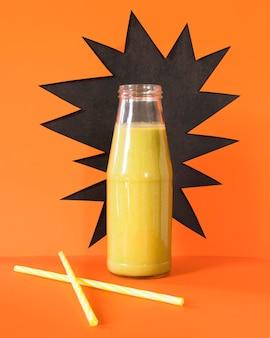 Natürlicher smoothie in der flasche
