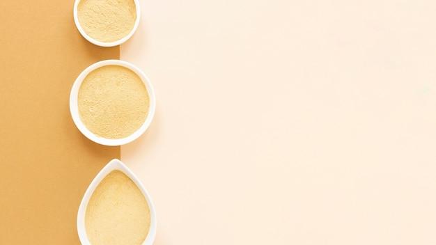 Natürlicher spa-sand in schalen kopieren platz